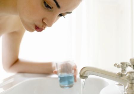 Как избавиться от запаха изо рта народными средствами