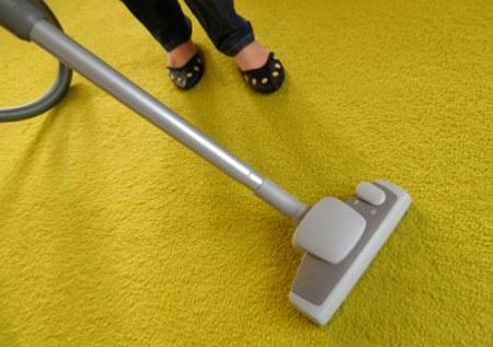 Как избавиться от запаха кошачьей мочи на ковре